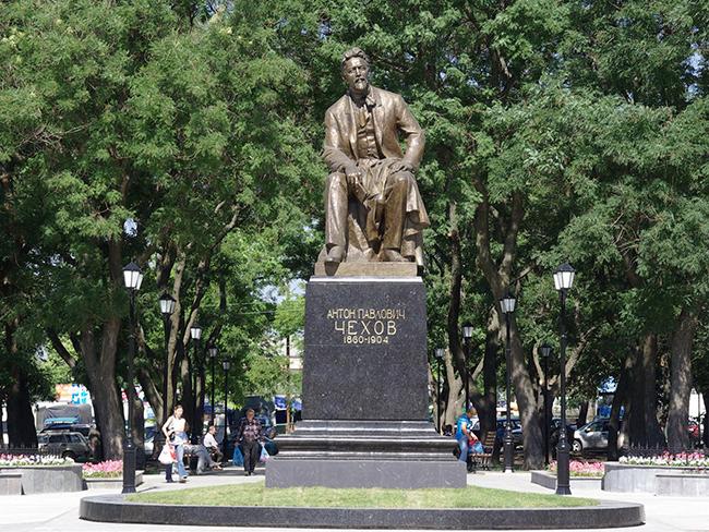 Памятник из гранита Чехов, Сахалинская обл. Ваза. Покостовский гранит Климовск
